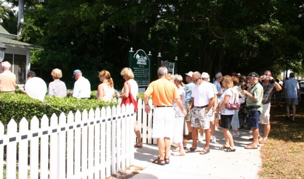 Tour guests anxiously wait for Historic Palm Cottage to open Naples, Florida