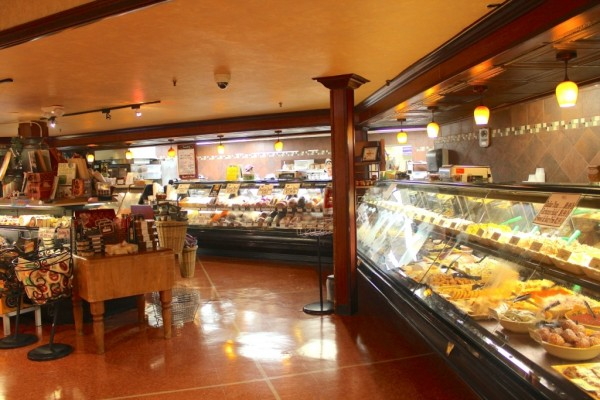 Wynn's Market deli, prime meats, cheeses Naples, Florida specialty grocery store