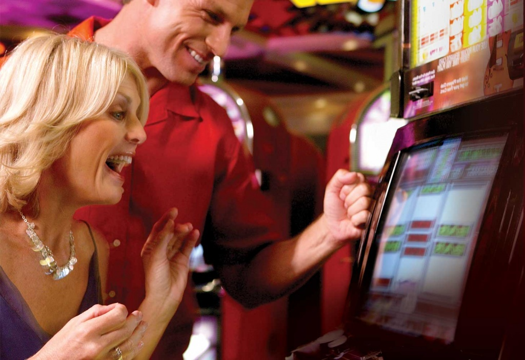 Couple Winning On Slots At Seminole Casino Immokalee Must Do Visitor Guides