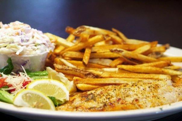 Pincher's Crab Shack restaurant & Bar grilled fish dinner