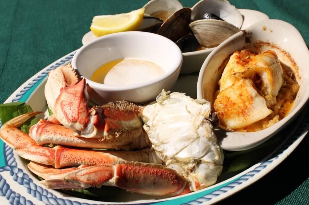 MustDo.com | Fishermans platter Boathouse Restaurant Naples, Florida