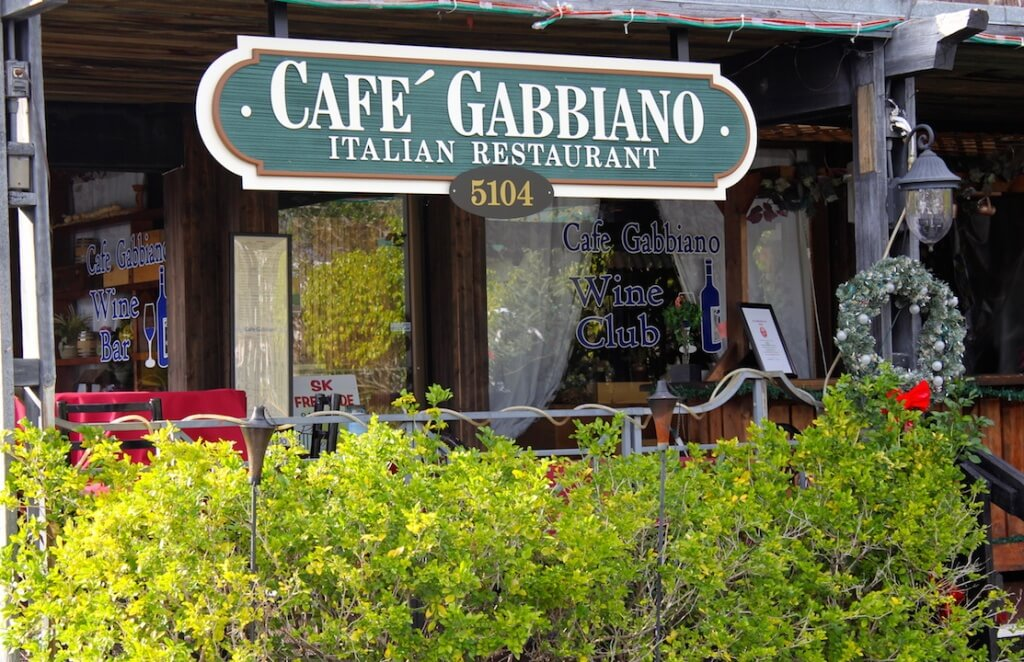 MustDo.com | Must Do Visitor Guides | Cafe Gabbiano Italian restaurant Siesta Key Village Sarasota, Florida