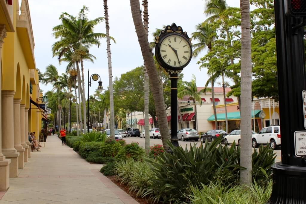Must Do Visitor Guides | Fifth Avenue South shopping Naples, Florida | MustDo.com