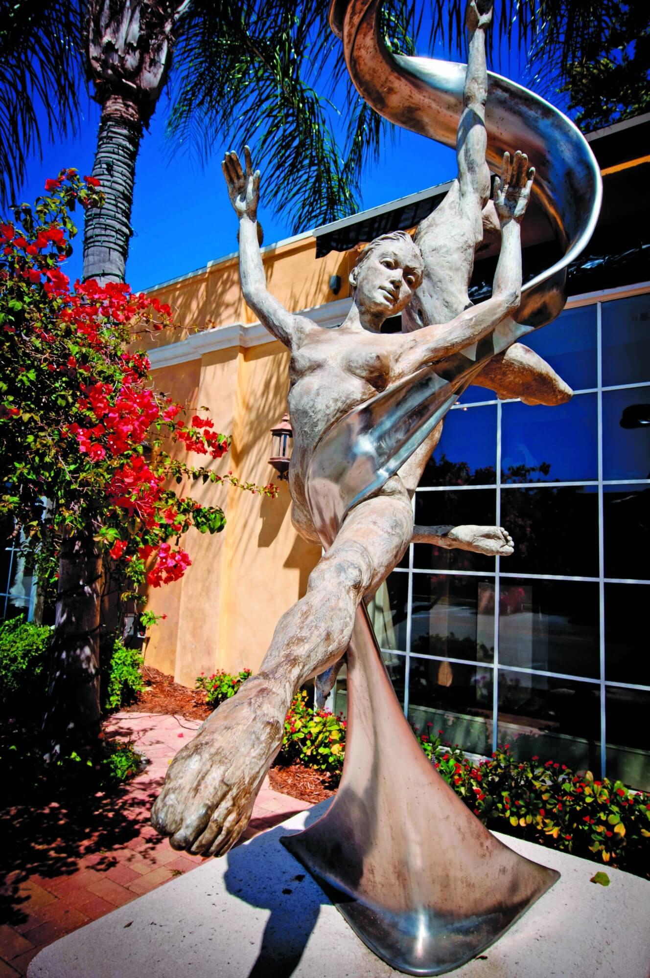 MustDo.com | Art Gallery Statue Third Street South Naples, FL. Photo credit Debi Pittman Wilkey