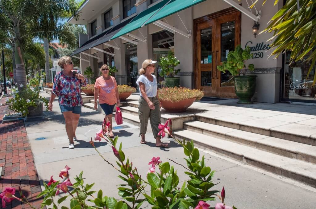 Must Do Visitor Guides, MustDo.com | Shopping Third Street South Naples, FL. Photo credit Debi Pittman Wilkey.