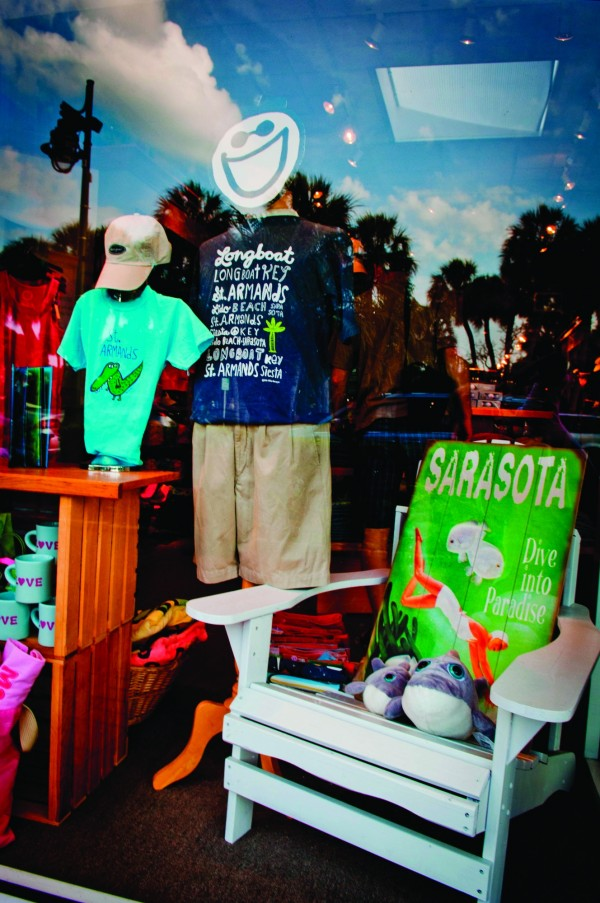 MustDo.com | Shopping window display on St. Armands Circle Sarasota, Florida. Photo credit Debi Pittman Wilkey.
