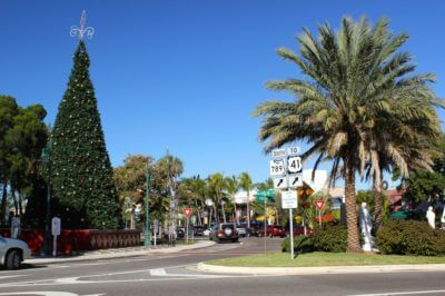 St. Armands Circle holiday events Sarasota, Florida USA. Must Do Visitor Guides.