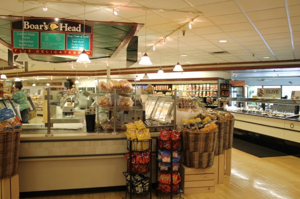 MustDo.com | Pick up lunch for the beach from the deli and salad bar at Jerry's Foods on Sanibel Island, FL