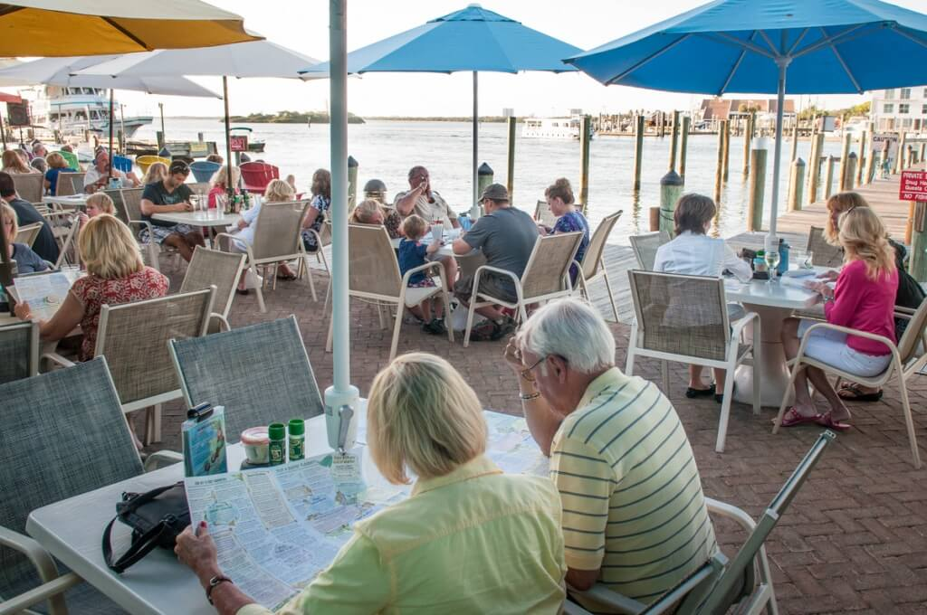 MustDo.com | Dine waterside at Nervous Nellie's Fort Myers Beach, Florida. Photo credit Debi Pittman Wilkey.
