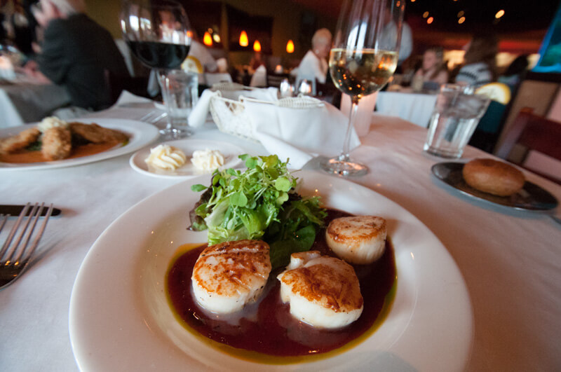 MustDo.com | Scallops South Beach Grille restaurant Fort Myers Beach, Florida.