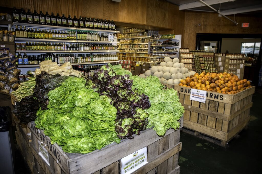 MustDo.com | Fresh locally grown, organic vegetables and fruits at Oakes Farms Market in Naples, Florida.