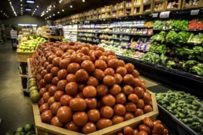 MustDo.com   Locally grown, organic fresh fruits & vegetables at Oakes Farms Market in Naples, Florida.