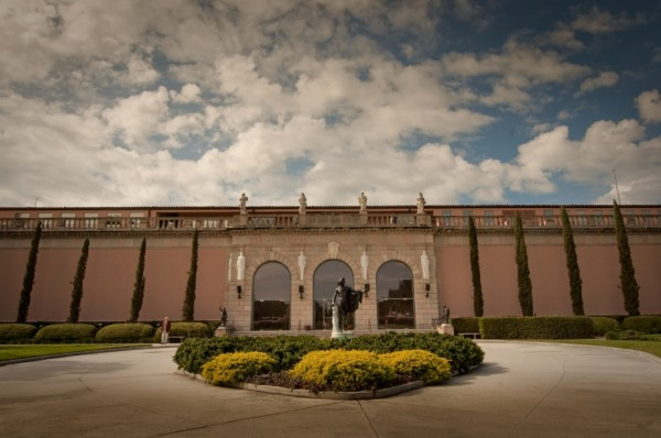 MustDo.com | The attractive pink colonnaded building built to hold John Ringling's extensive collection of art. The Ringling Museum of Art Sarasota, Florida.