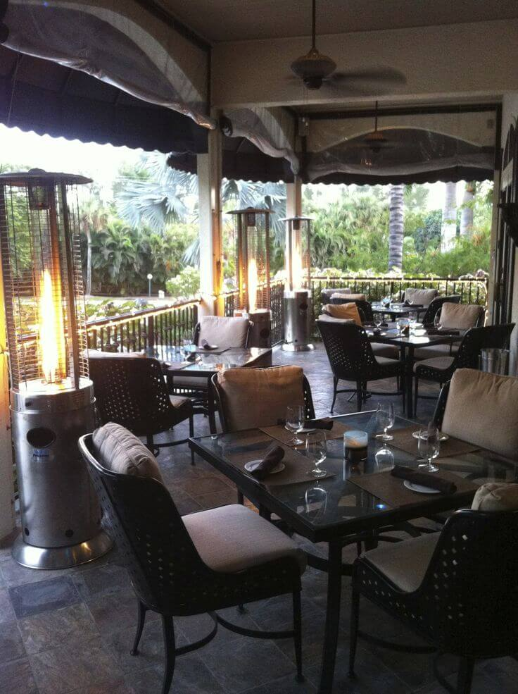 MustDo.com | Dine indoors or out on the covered patio at Sanibel Island restaurant Il Cielo.