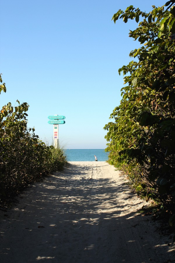 MustDo.com | Beautiful Lido Beach located on Lido Key, this popular beach is very relaxed and relatively uncrowded compared to the better known beaches on nearby Siesta Key. It is easy to reach from Ben Franklin Drive, with beach access and entrances at several points.