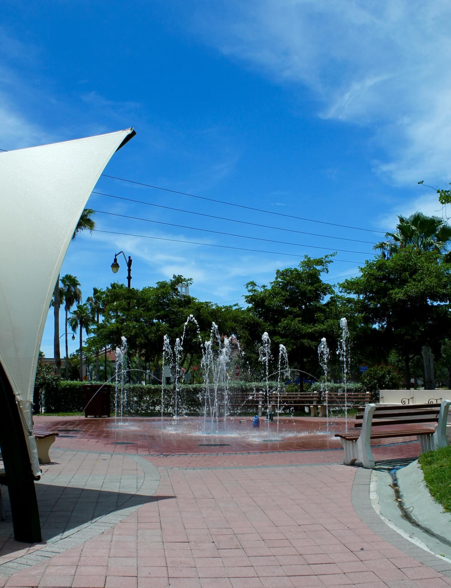 MustDo.com | Kids splash fountain Centennial Park Venice, Florida