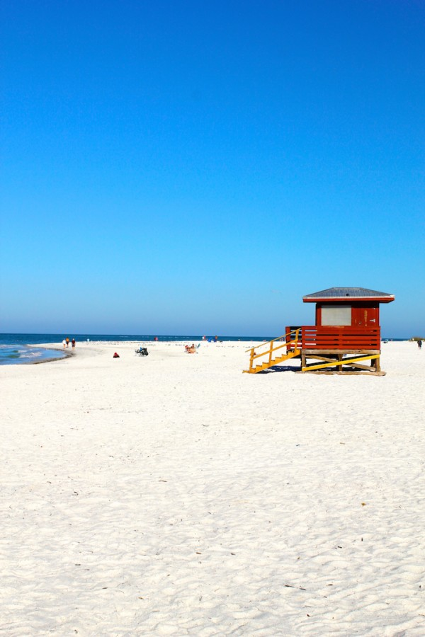 MustDo.com | Lido Beach located on Lido Key, this popular beach is very relaxed and relatively uncrowded compared to the better known beaches on nearby Siesta Key.