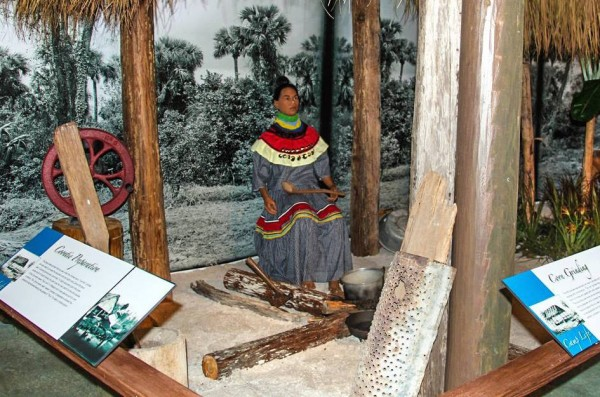 MustDo.com | Miccosukee Indian Village museum exhibit Everglades, Florida.