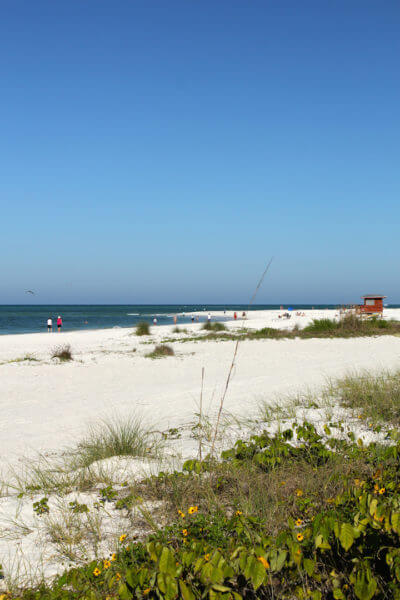 MustDo.com   Lido Beach, Lido Key Sarasota, Florida. The white sands and gently turning waves on this Gulf Coast beach make it very popular for families.