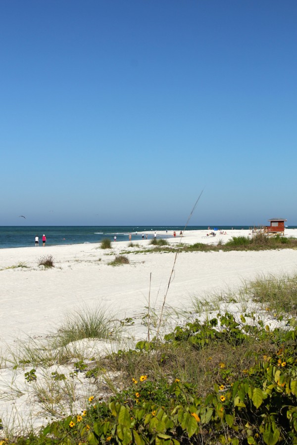 MustDo.com | Lido Beach, Lido Key Sarasota, Florida. The white sands and gently turning waves on this Gulf Coast beach make it very popular for families.