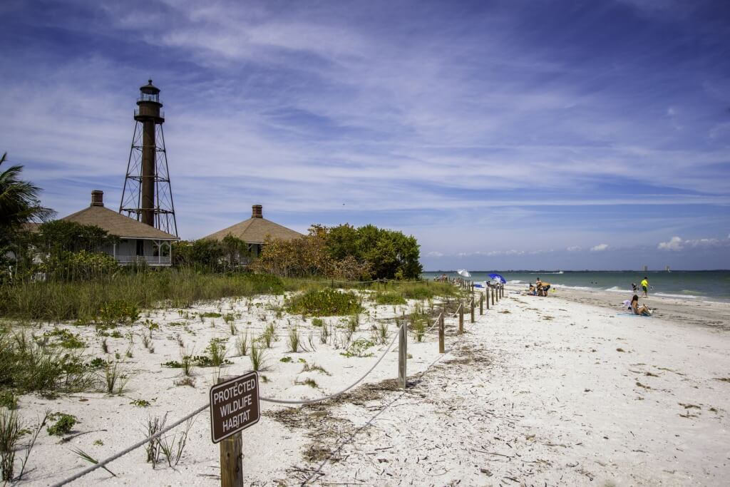 MustDo.com | Sanibel Island Lighthouse, wildlife area and beach Sanibel, FL