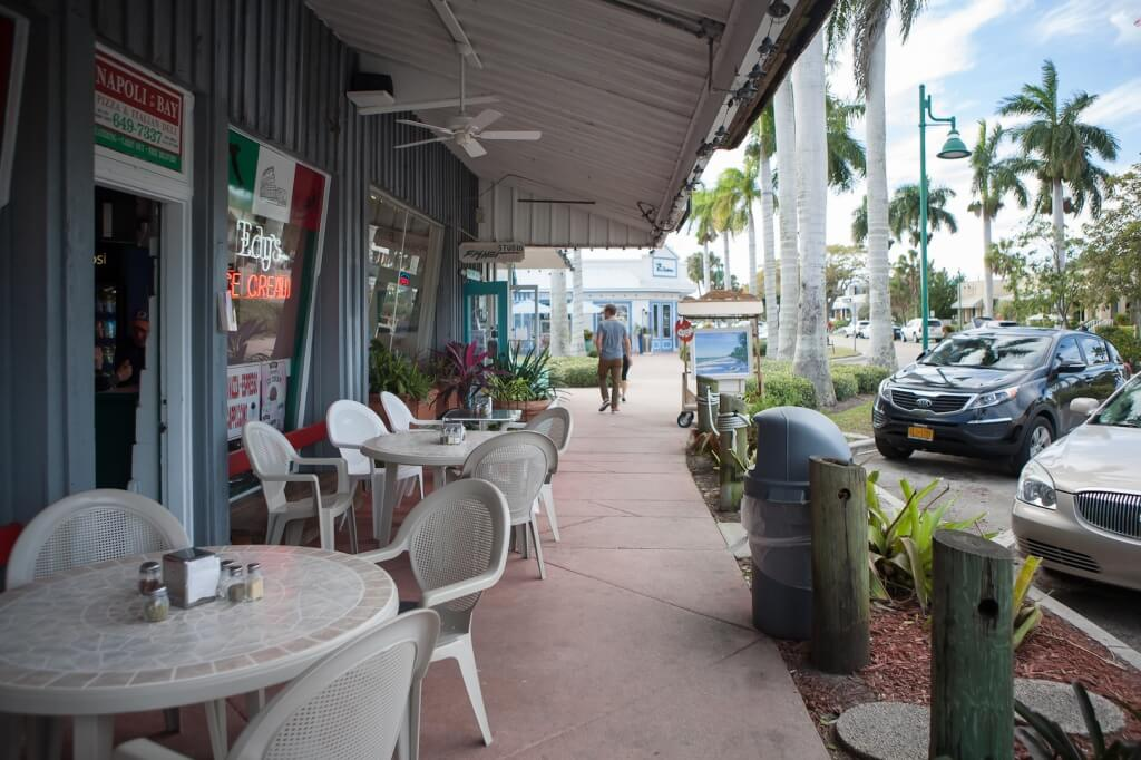 MustDo.com | Crayton Cove shops, galleries, restaurants Naples, Florida.