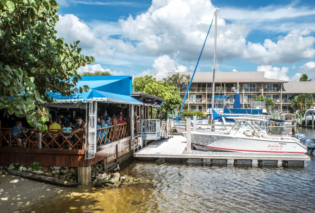 MustDo.com | Dockside casual waterfront restaurant Crayton Cove Naples, Florida