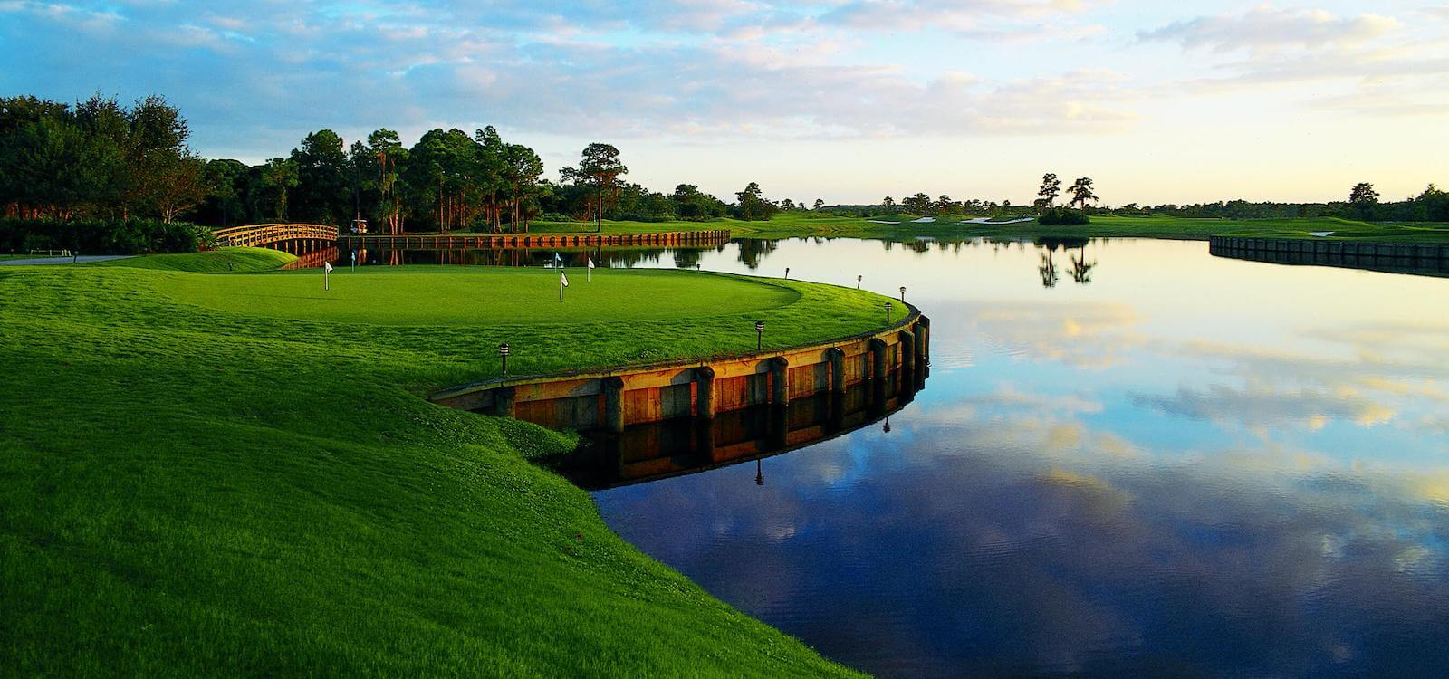 MustDo.com | The Sarasota, Florida area's best public golf courses include University Park Country Club.