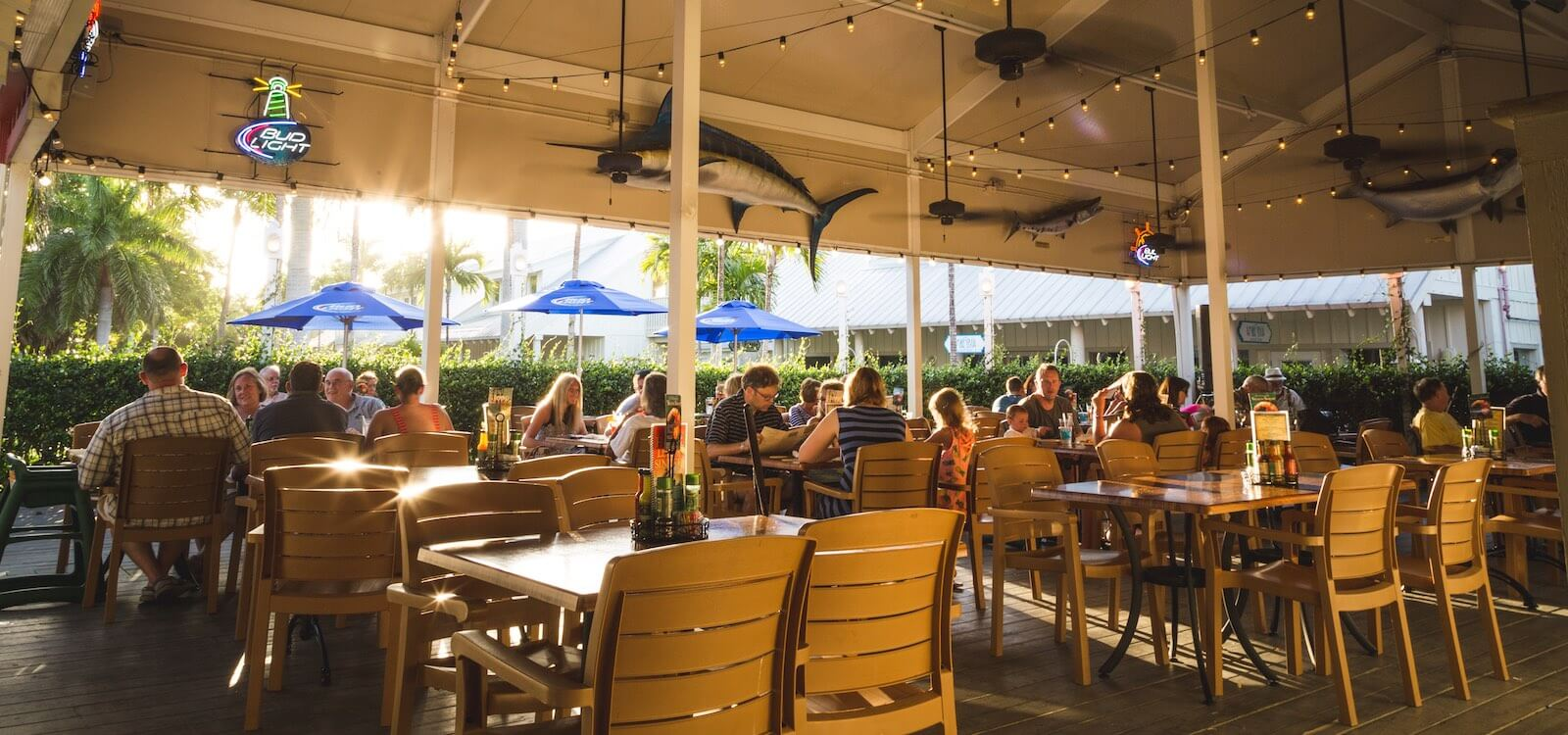 Mustdo Fort Myers Sanibel And Capitva Island Outdoor Dining Family Friendly