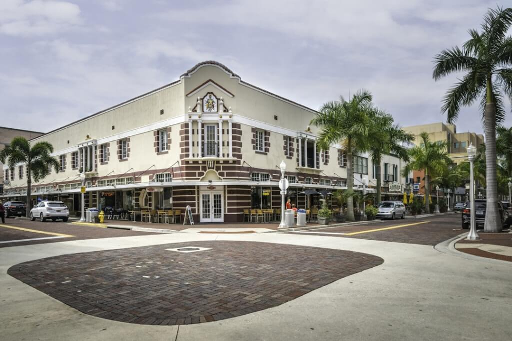 MustDo.com | Shops and restaurants downtown Fort Myers, Florida. Photo by Jennifer Brinkman