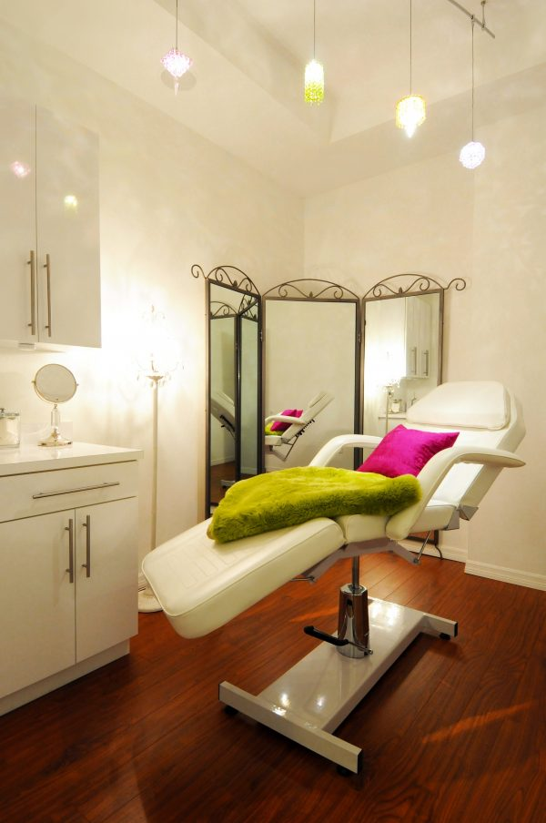 MustDo.com | Located in Historic Burns Court near downtown Sarasota, L. Spa offers a wide assortment of pampering body and skin treatments, relaxing massages, rejuvenating facials, luxurious nail services, waxing, and medical skin care for both men and women.