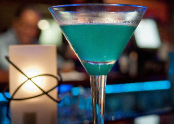MustDo.com | Martini, cocktail specials, Happy Hour, live music Naples, Florida nightlife hot spots.