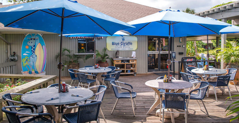 MustDo.com | Enjoy breakfast, lunch, and dinner at family-friendly Blue Giraffe restaurant on Sanibel Island, FL. Photo by Jennifer Brinkman.