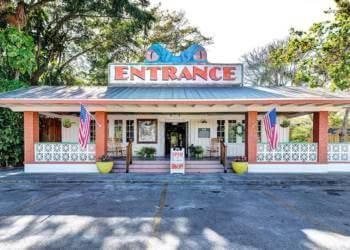 Everglades Wonder Gardens, Bonita Springs Florida family fun attraction. Must Do Visitor Guides, MustDo.com.