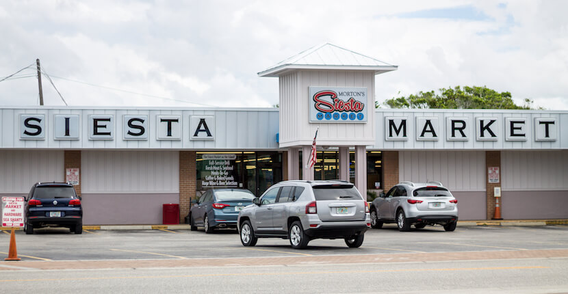 Morton's Siesta Market - A family-owned Sarasota favorite since 1969 and Siesta Key's choice for staple groceries, fresh produce, prime meats, seafood, and a large selection of wine and beer. Prepared foods are available for easy take-out and picnics for the beach or boating. Must Do Visitor Guides, MustDo.com