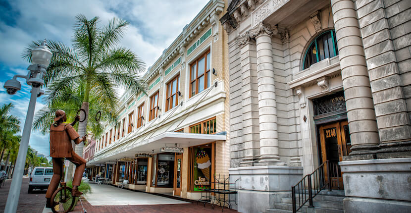 MustDo.com | Enjoy shops, restaurants, attractions, and entertainment in the historic downtown Fort Myers River District. Photo by Jennifer Brinkman.