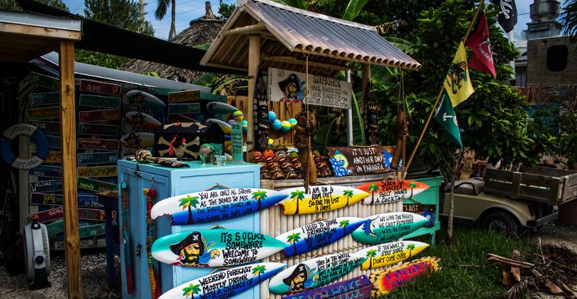 MustDo.com | Shopping for souvenirs in Key West, Florida. Photo by Elizabeth Barnett.
