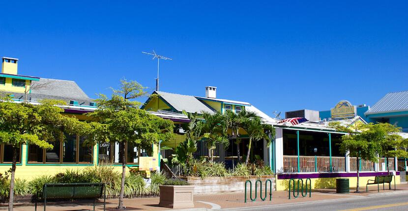 Daiquri Deck Raw Bar restaurant Siesta Key, Florida USA. Must Do Visitor Guides, MustDo.com