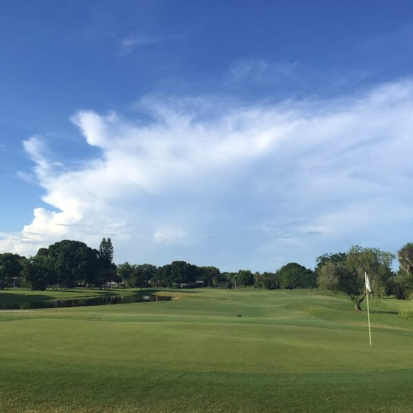 MustDo.com | This new Sarasota golf course is a semi-private par 64 executive course is laid out with one par 5, seven par 4s, with the remaining par 3s providing an enjoyable challenge to all golfers regardless of their level of play.