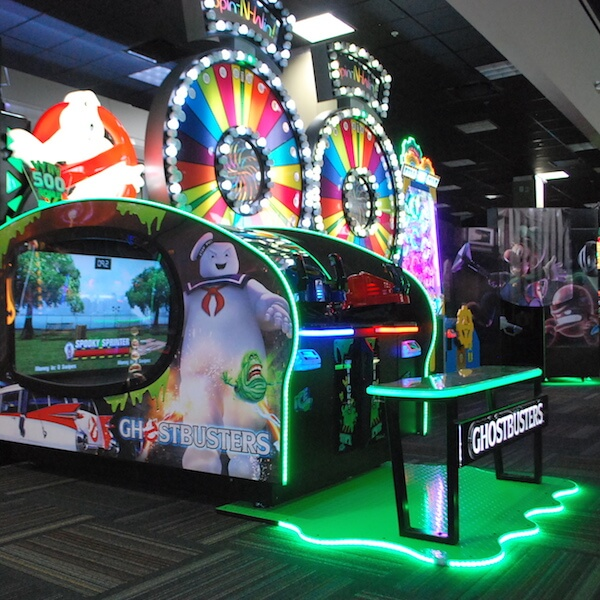 Both kids and adults can enjoy 120 indoor games, simulator rides, prize machines, and mini bowling in the state-of-the-art GameTime Fort Myers, Florida arcade. #KidsActivities #FortMyers #Florida #vacation #arcade #thingstodo