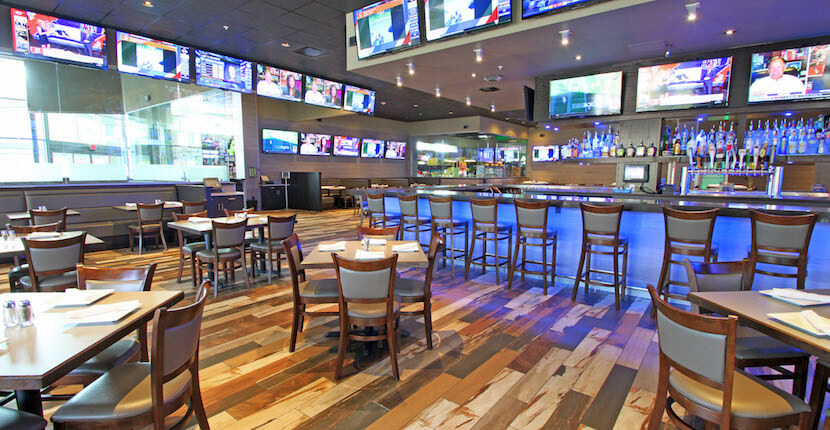 GameTime's restaurant and sports bar features a full-liquor bar, more than 65 HDTVs to cheer on your favorite sports team, and game day and game night food and drink specials. #FortMyersNightlife #vacation #florida #sportsbar #arcade