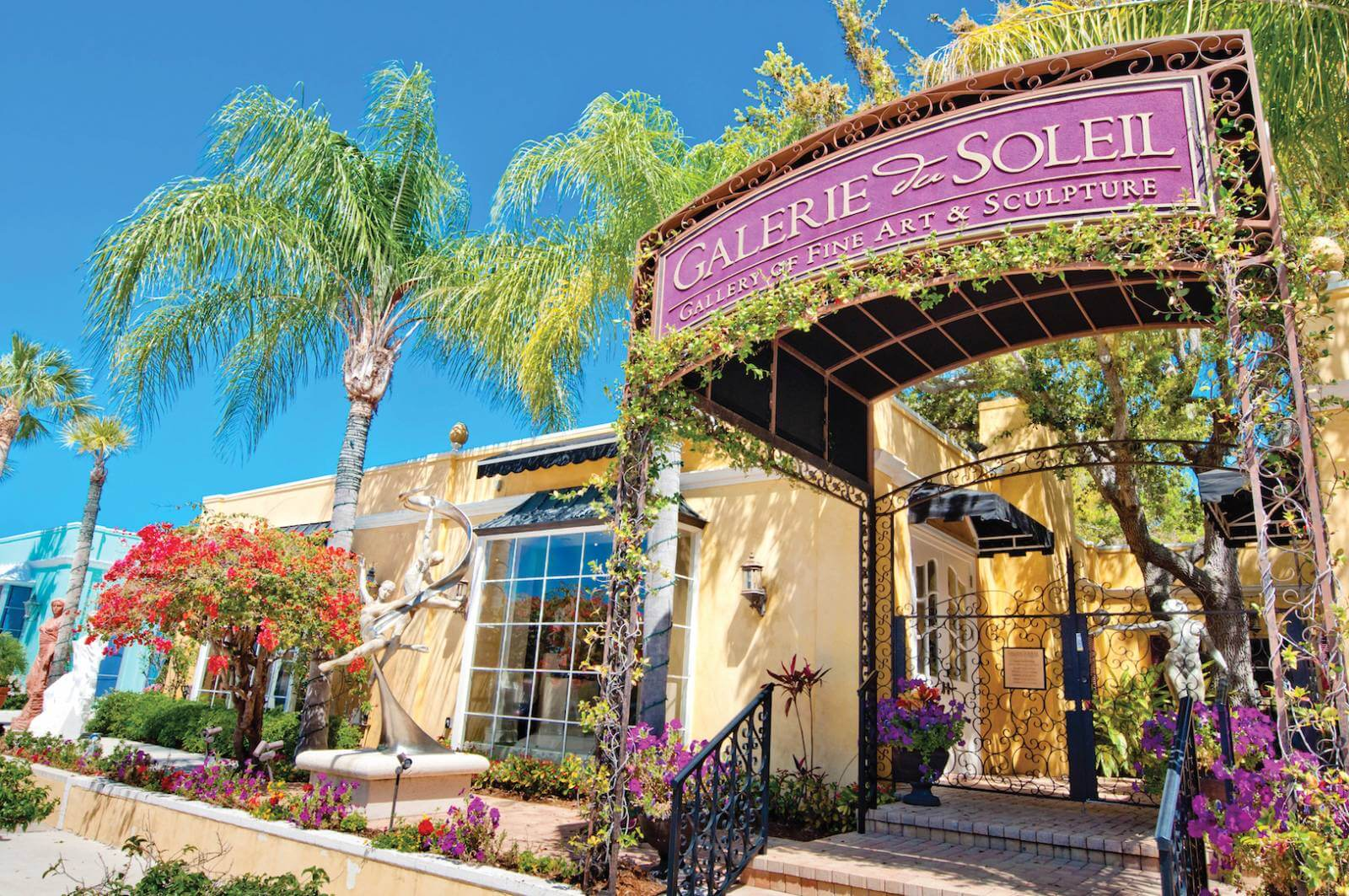 Stroll along Naples, Florida's Third Street South with its independent bookstores, art galleries, jewellers, and fashion boutiques and enjoy coffee or lunch at one of the attractive cafés and restaurants. Photo by Debi Pittman Wilkey. #NaplesFlorida #thirdstreetsouth #shopping #artgalleries #vacation