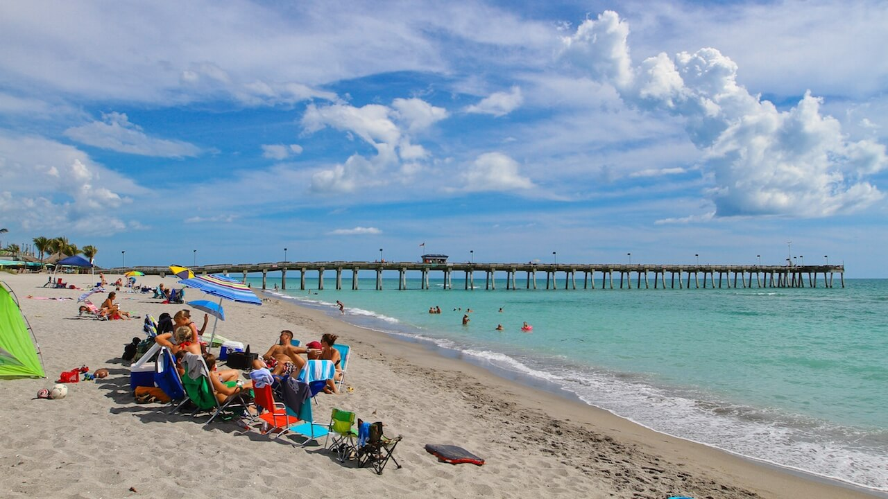 Venice Beach and fishing pier over the Gulf of Mexico in Venice, Florida. Photo by Justin Fennell. Fun Venice Facts blog article. #VeniceFlorida