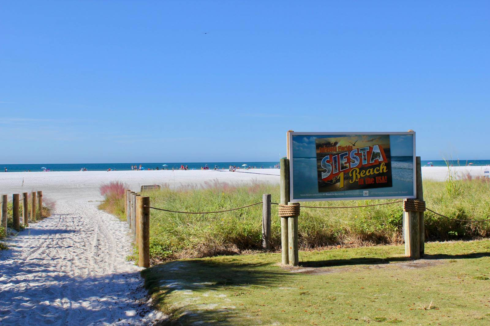 Siesta Beach, Siesta Key Sarasota, Florida USA. Must Do Visitor Guides, MustDo.com, Photo by Nita Ettinger