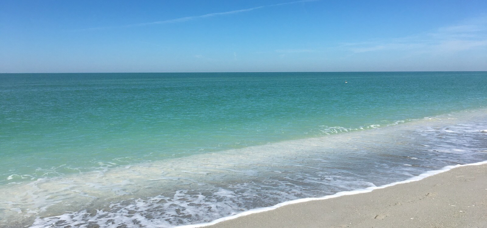 Turquoise water and white sand beach Gulf of Mexico southwest Florida. Must Do Visitor Guides | MustDo.com