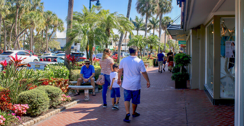 Shoppers at St. Armands Circle in Sarasota, Florida features more than 140 boutiques, specialty shops, galleries, and restaurants and is located just minutes from Lido Beach. Photo by Nita Ettinger. Must Do Visitor Guides | MustDo.com