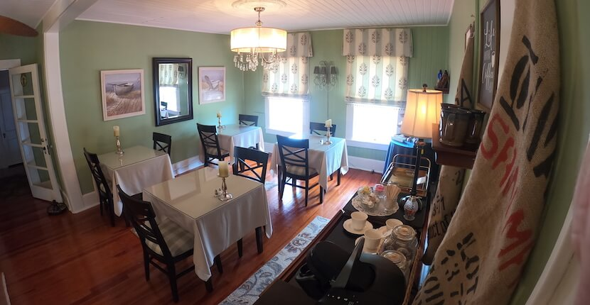 Dining room at The historic Hibiscus House Bed and Breakfast in downtown Fort Myers, Florida offers smoke-free, well-appointed guest-rooms, each with a private bath, private entrance, and free Wi-Fi access. Must Do Visitor Guides | MustDo.com