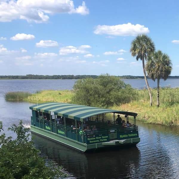 Myakka Outdoors boat tours of Myakka River State Park in Sarasota, Florida. Must Do Visitor Guides | Mustdo.com